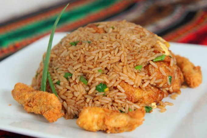 imagen de arroz chaufa de pescado